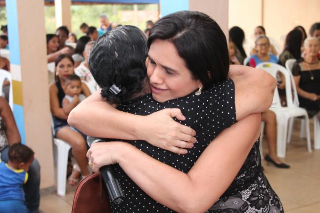 Secretaria de Assistência Social recepcionando todas as mães
