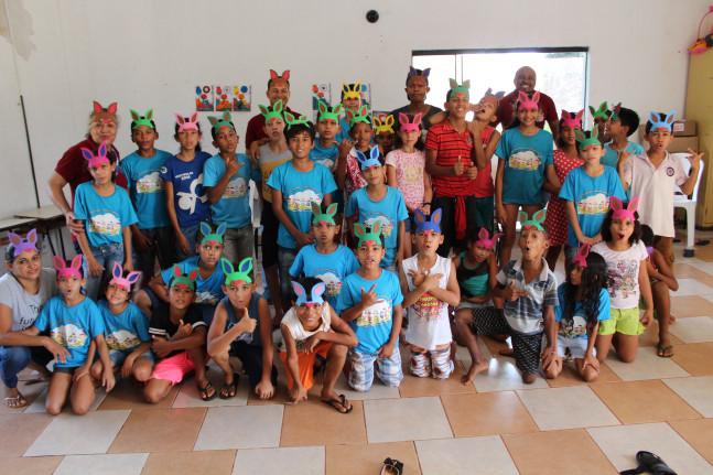 Crianças  participam de comemorações alusivas à Páscoa