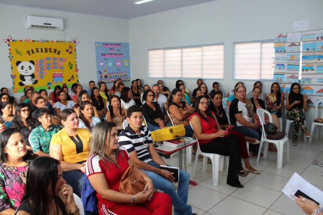 Servidores da Educação participando da formação continuada.